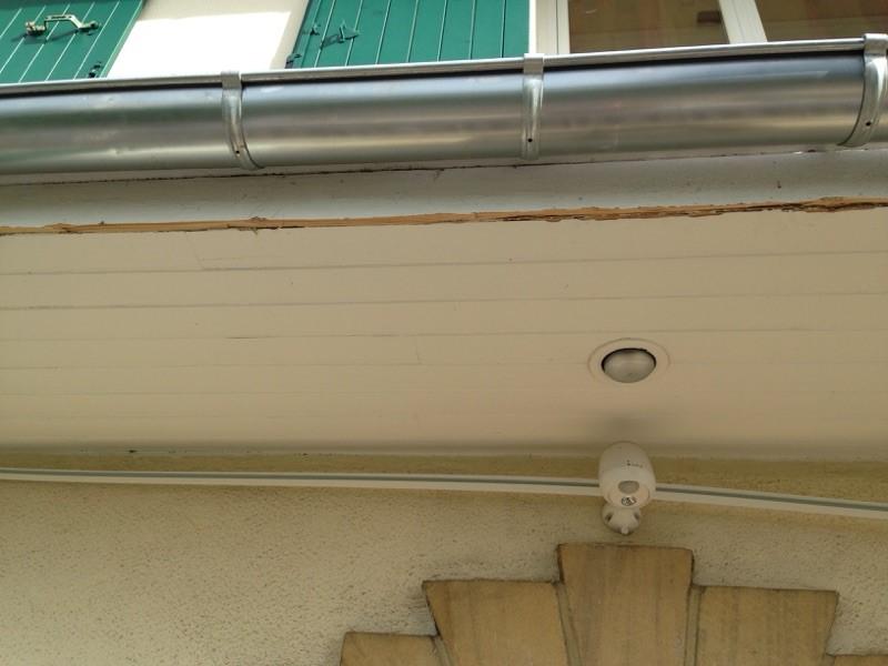 pose dessous de toit en pvc